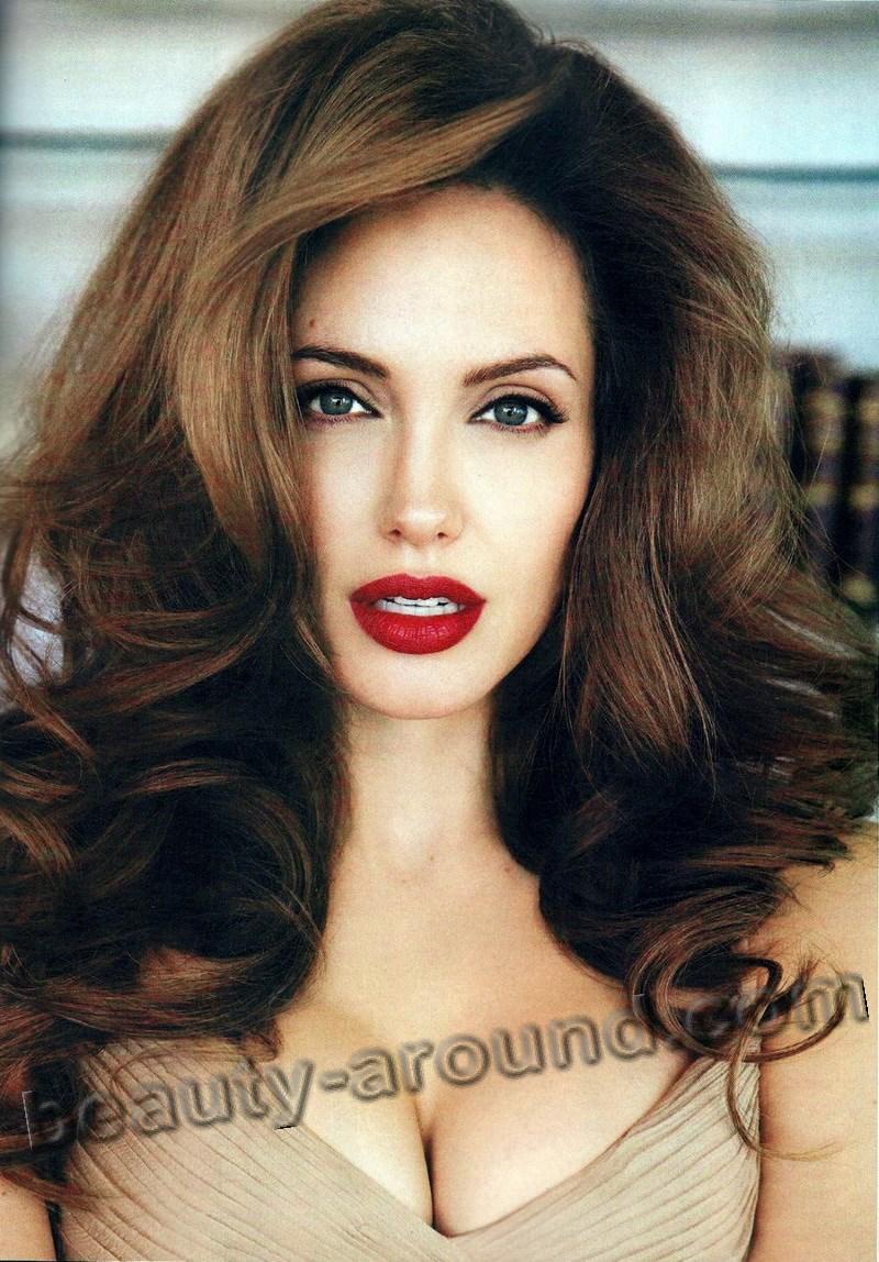 Анджелина Джоли в биографическом фильме фото