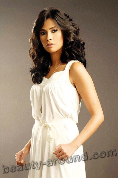 Top-17 Beautiful Arab Female Singers  Photo Gallery