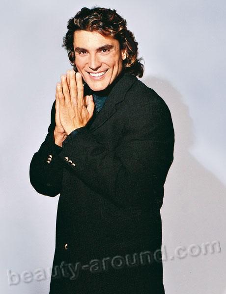 Освальдо Риос модель, певец, а так же знаменитый пуэрториканский актёр