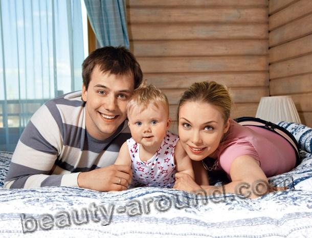 Татьяна Арнтгольц и Иван Жидков фото с дочерью вместе
