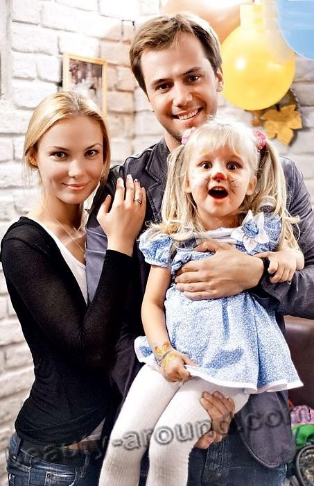 Татьяна Арнтгольц и Иван Жидков семейное фото