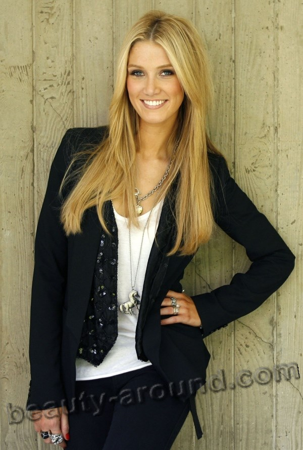 beautiful Australian women photos, Delta Lea Goodrem Australian singer and actress photo