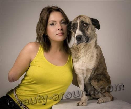 Айдан Шенер с собакой фото