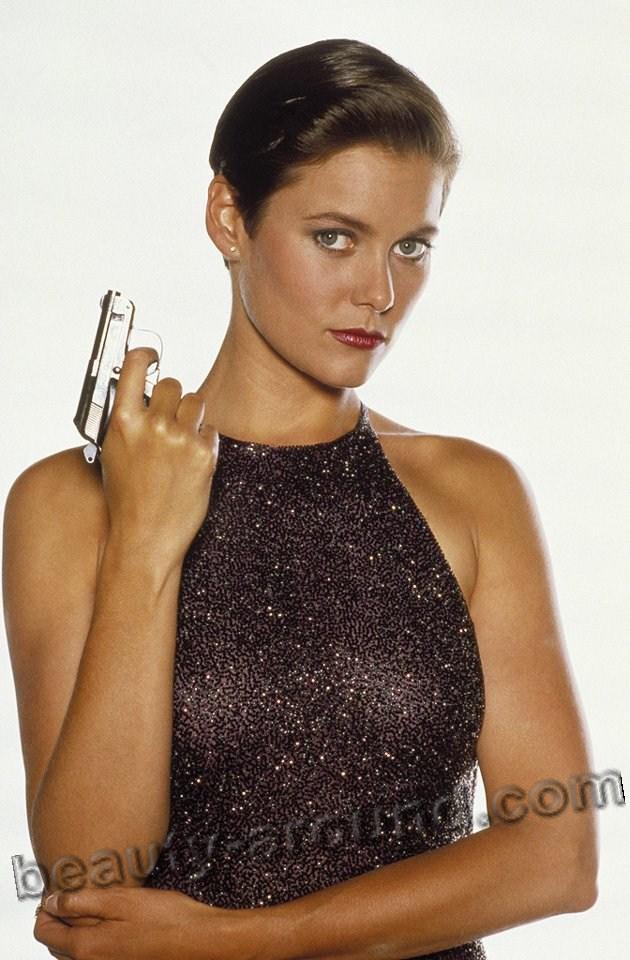 Кэри Лоуэлл / Carey Lowell в роли Пэм Бовиер в фильме Лицензия на убийство о Джеймсе Бонде Агент 007  - американская актриса.
