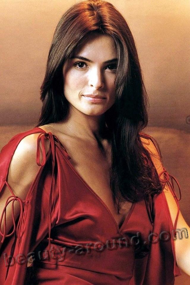 Талиса Сото / Talisa Soto в роли Люп Ламора в фильме Лицензия на убийство О Джеймсе Бонде Агент 007  — американская актриса.