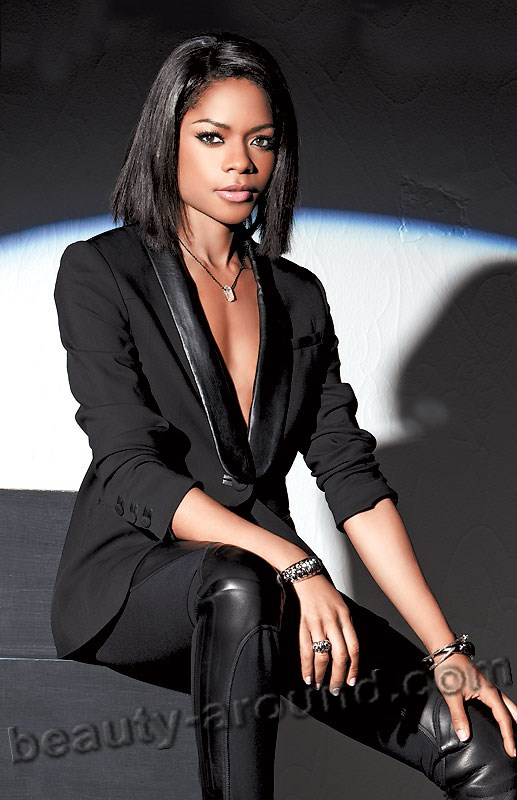 Наоми Харрис / Naomie Harris в роли Ив в фильме 007: Координаты «Скайфолл» / Skyfall (2012) о Джеймсе Бонде Агент 007  - британская актриса.