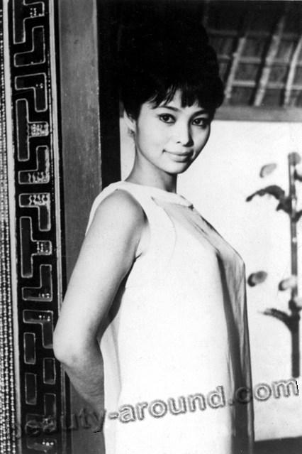 Акико Вакабаяси / Akiko Wakabayashi в роли Аки вфильме Живёшь только дважды  - японская актриса.