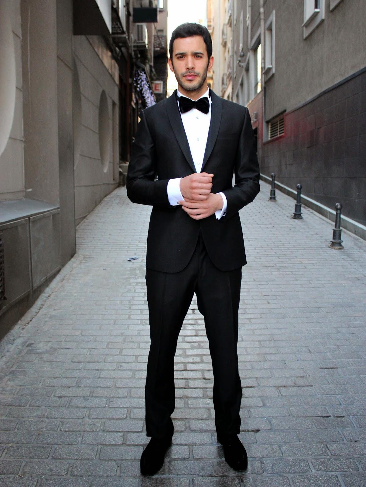 Актёр Барыш Ардуч в смокинге фото