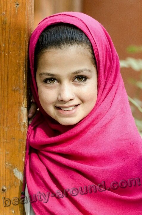 Beautiful Afghan girl photo