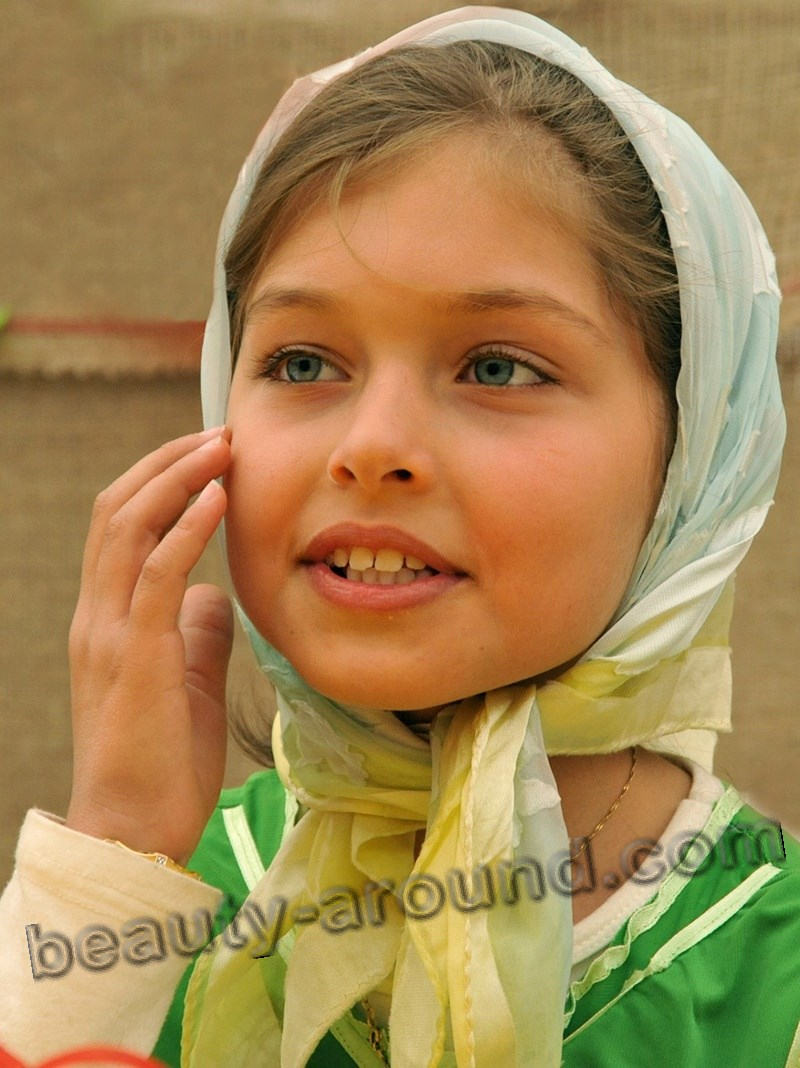 beautiful Iranian girl photo