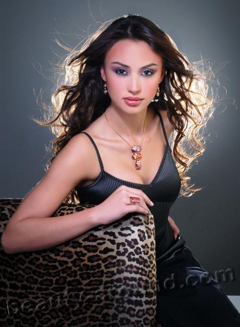 Top-15 Beautiful Bolivian Women. Photo Gallery