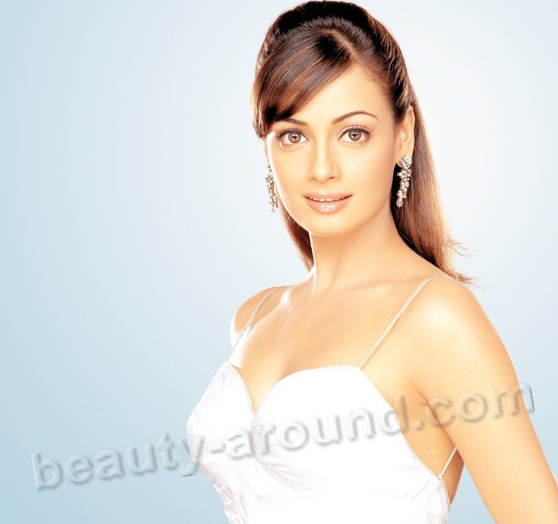 Beautiful Indian Actresses Dia Mirza nice Miss Asia Pacific International 2000 photo