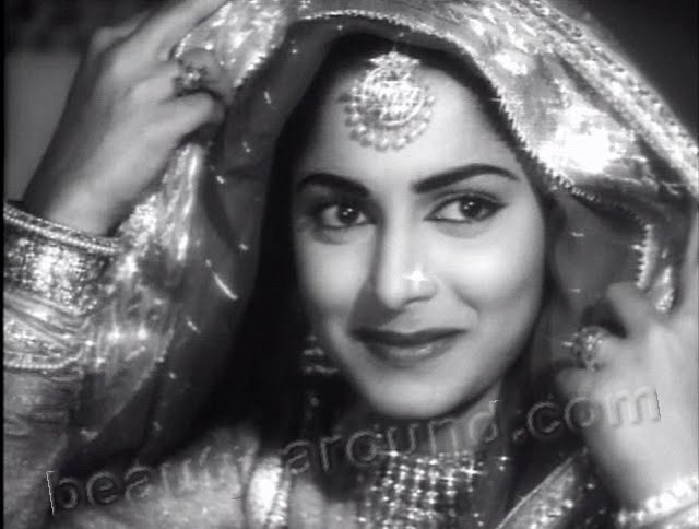 Beautiful Indian Actresses Waheeda Rehman famous Indian actress photo