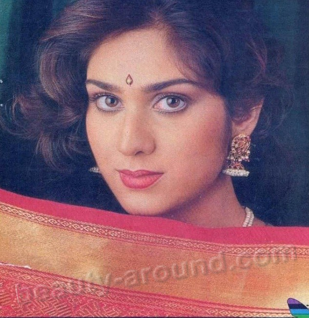 Meenakshi Sheshadri super Indian actress and dancer photo