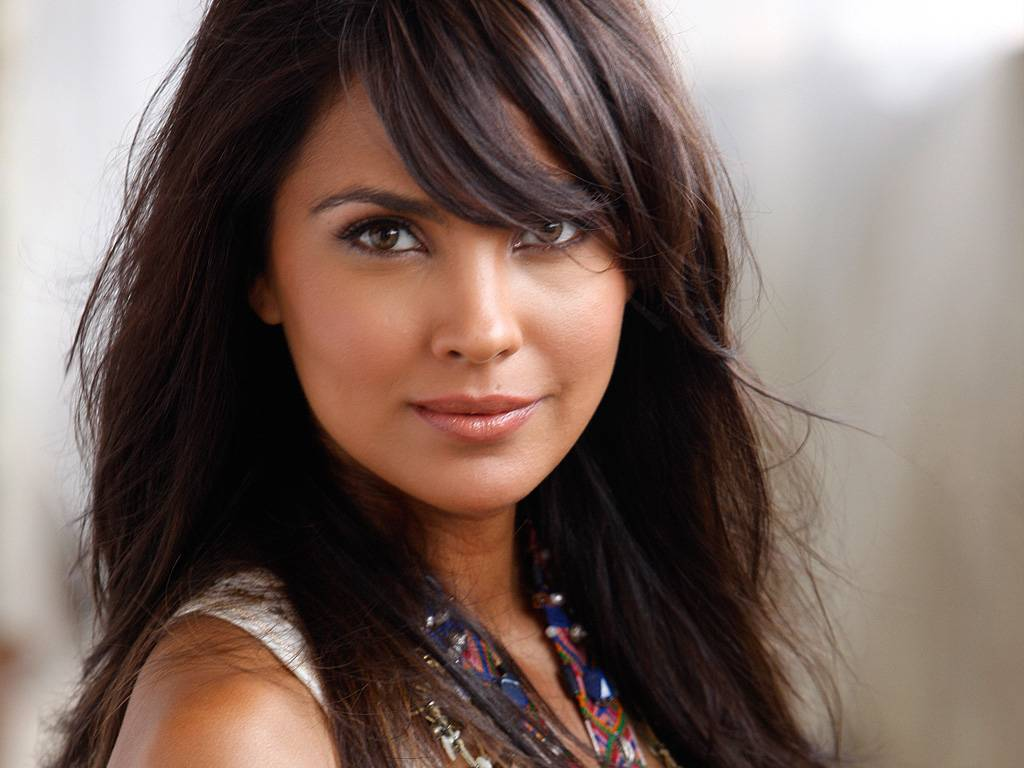 Lara Dutta Indian beauty queen Miss Universe 2000 photo