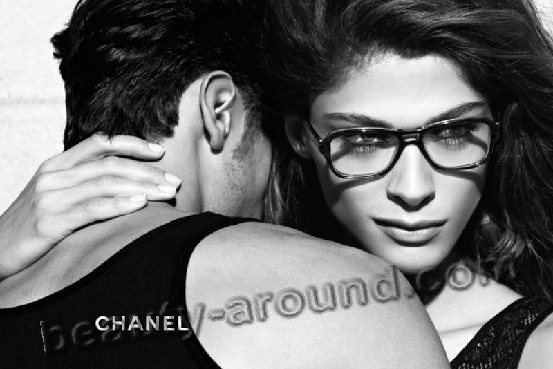 Chanel present elisa sednaoui photo