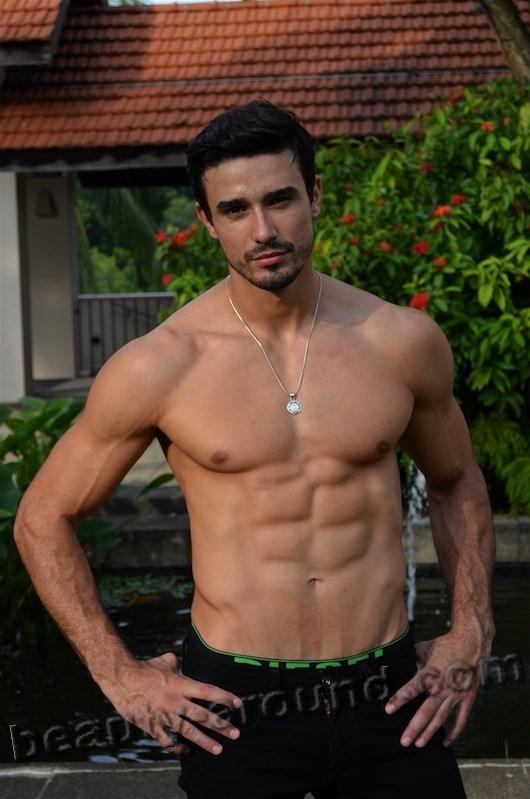 http://beauty-around.com/images/sampledata/Brazilian_Men/12Lucas%20Gil_2007.jpg