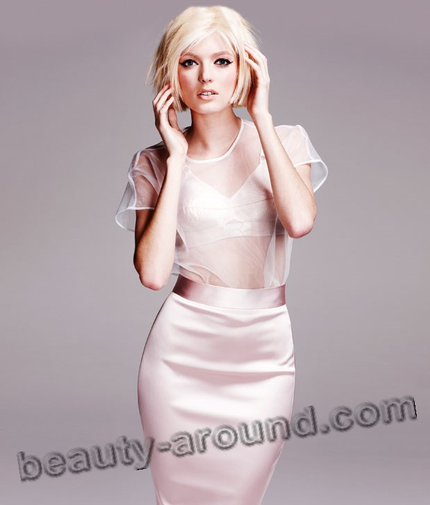Sophie Sumner English fashion model photo