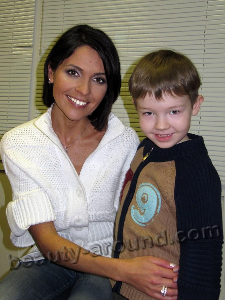 Анастасия Чернобровина с ребёнком фото