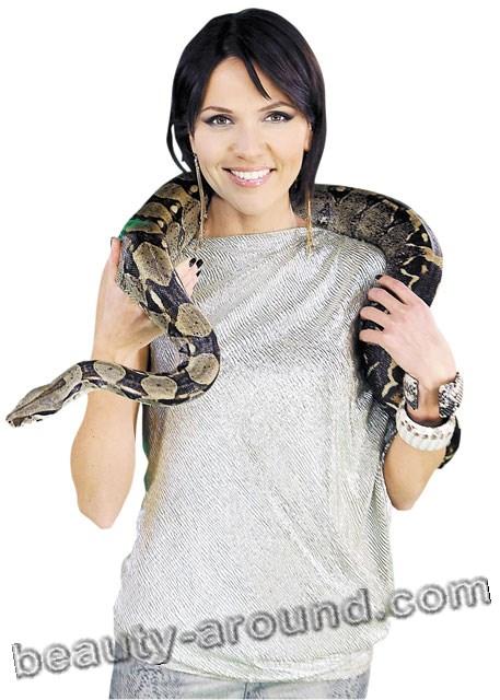 Анастасия Чернобровина с питоном фото