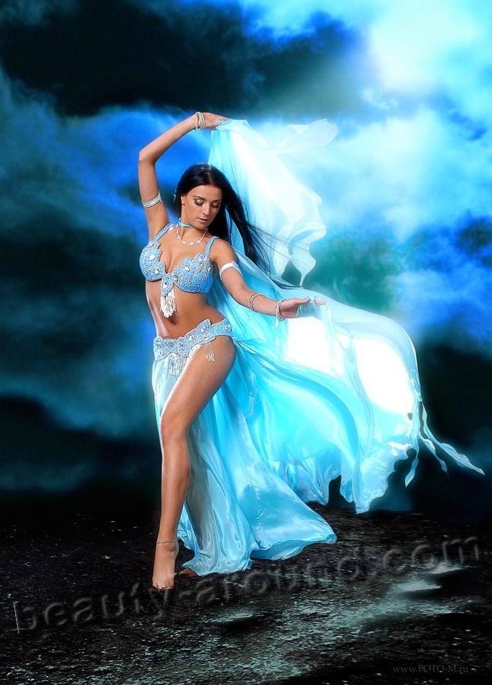Танец живота с платком, танец живота с шалью, красивый костюм для беллиденса