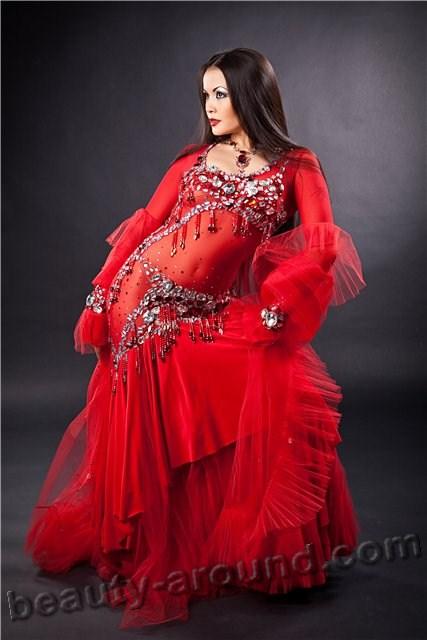 Красный костюм для танца живота