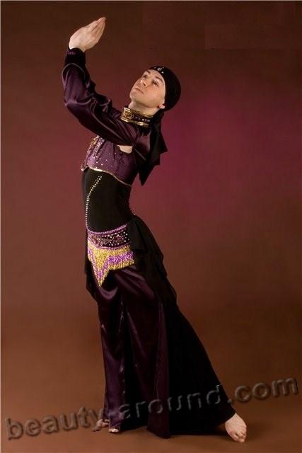 Ратхан - танцовщик мужского танца живота