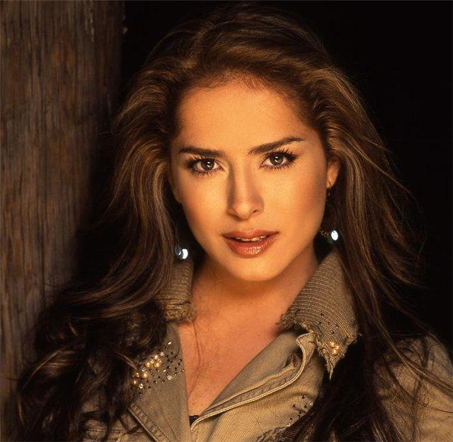 Danna garcia biography career private life photos - Gabriela elizondo ...
