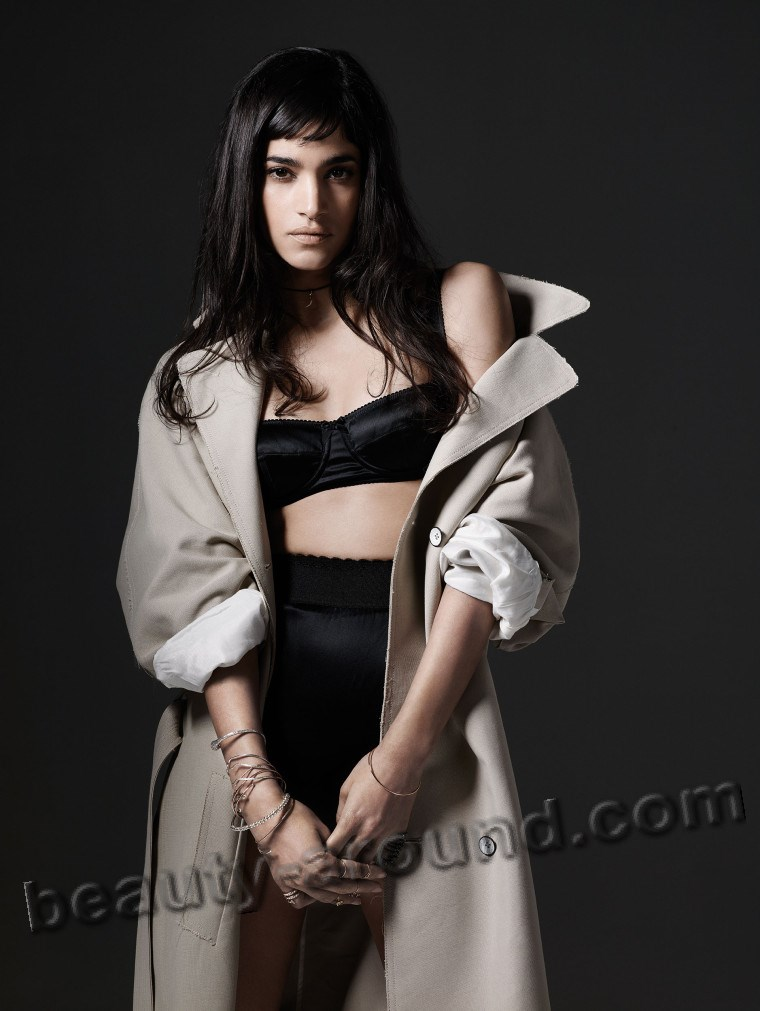 Sofia Boutella is an Algerian-French dancer photo