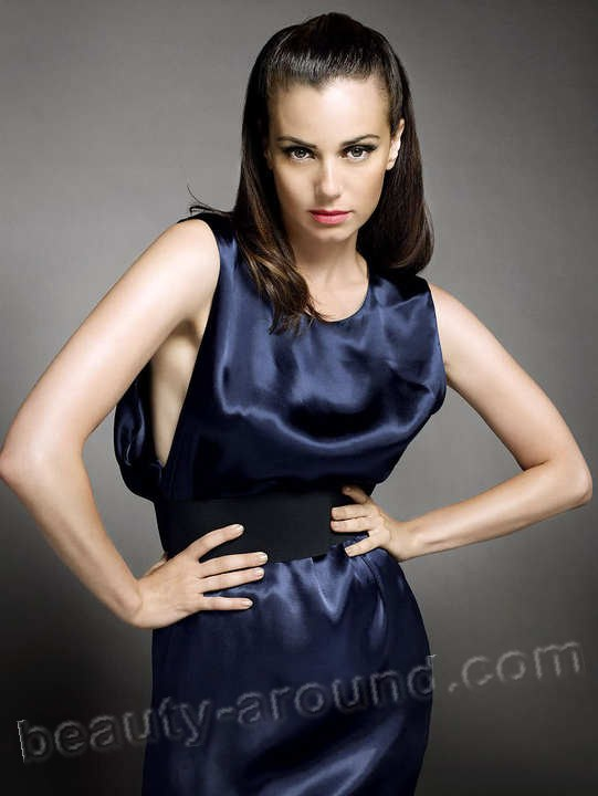 Beautiful Jewish women. Mia Kirshner jewish women photo