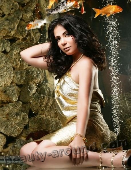 Beautiful Egyptian Women Mona Zaki sexy Egyptian actress photo