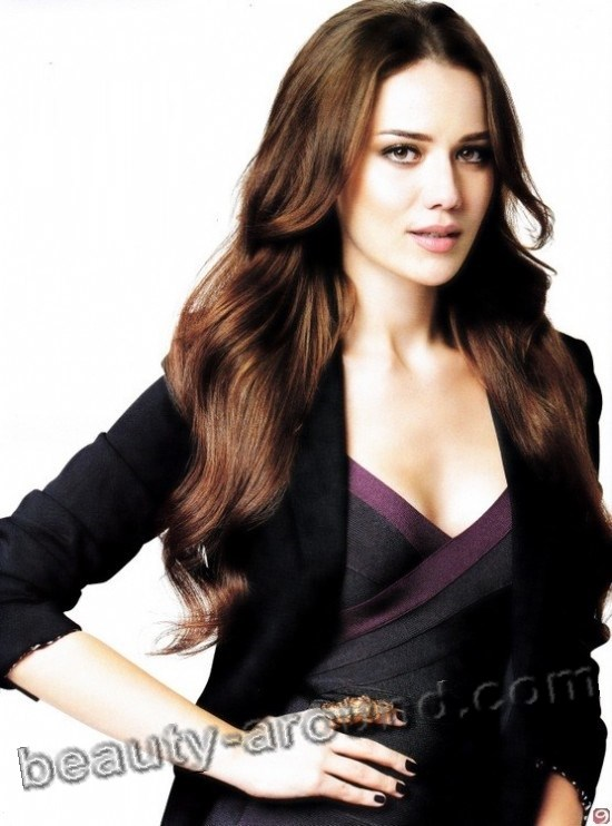 Fahriye Evcen beautiful turkish actress