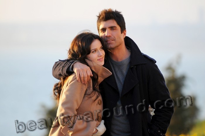 Fahriye Evcen and  Ozcan Deniz photo