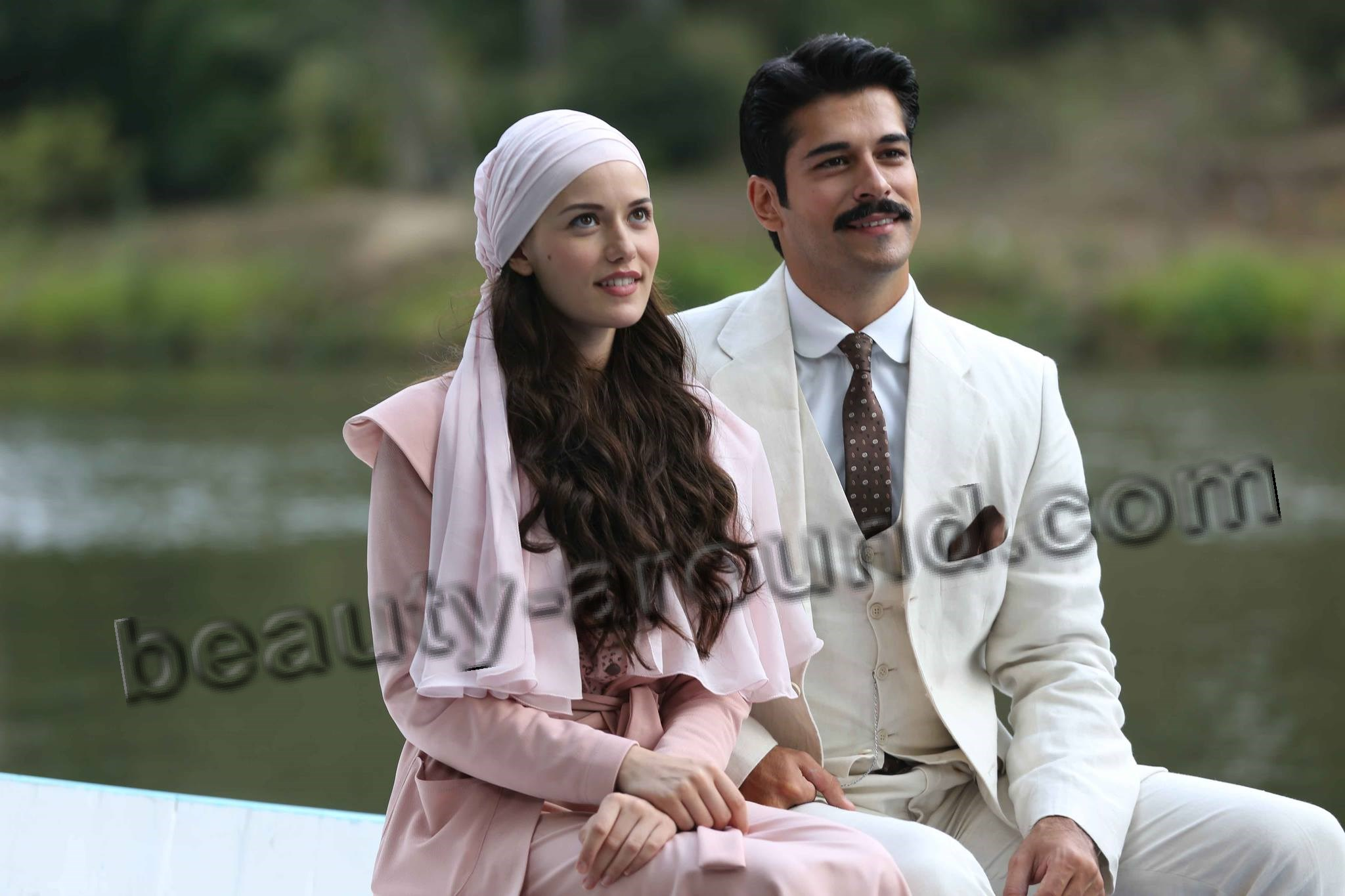 Fahriye Evcen and Burak Ozcivit photo