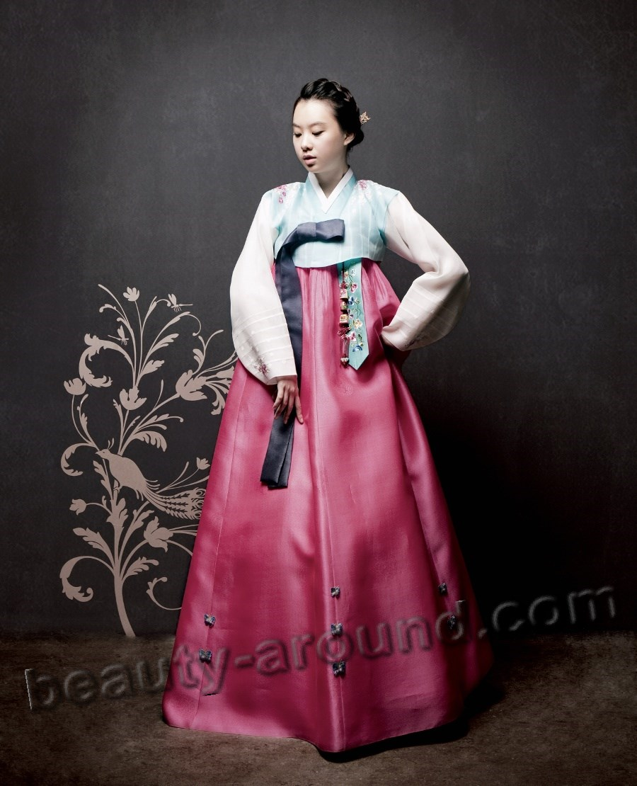Korean girl in Hanbok photo