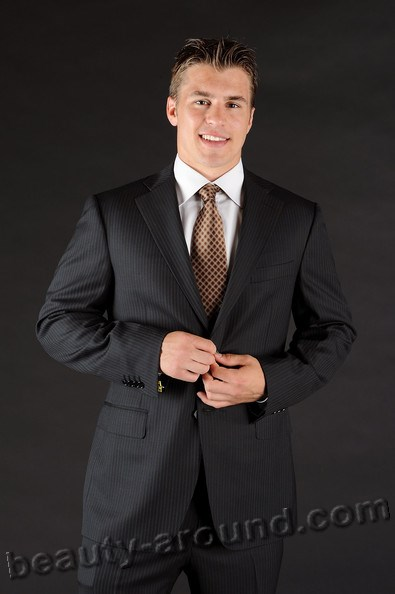 Sexual  Zachary Parise is an American professional hockey player photo