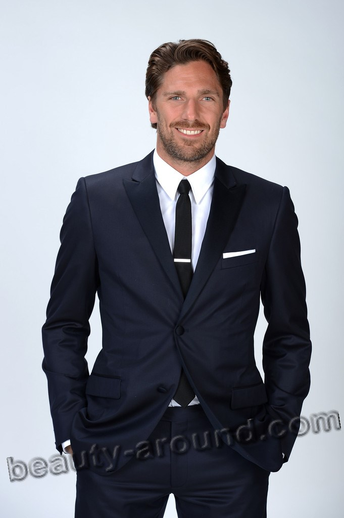 Henrik Lundqvist  is a Swedish professional ice hockey goaltender photo