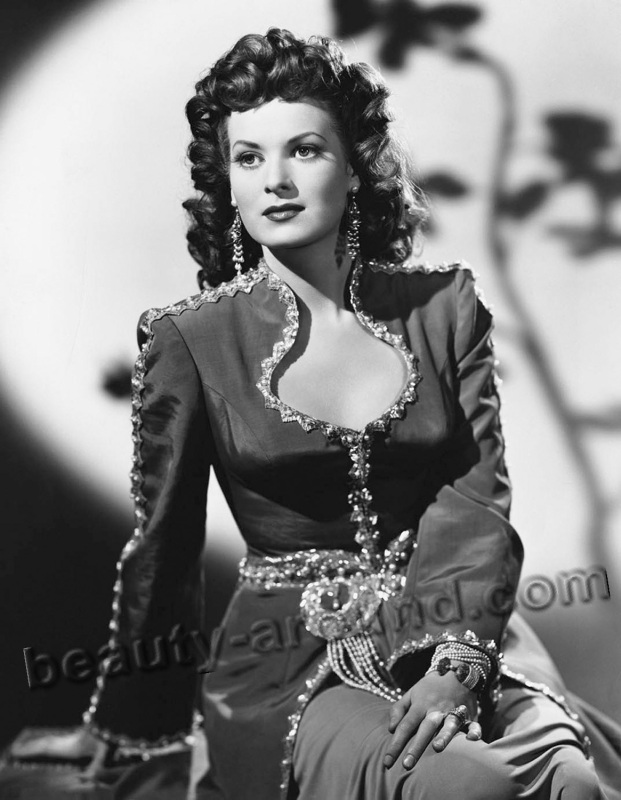 old Hollywood actresses photos, Maureen O'Hara photo, Irish actress and singer