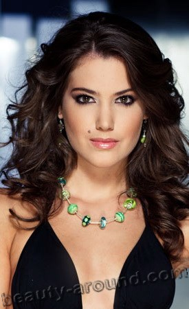 beautiful Hungarian women, Linda Czunai photo - miss World Hungary 2011