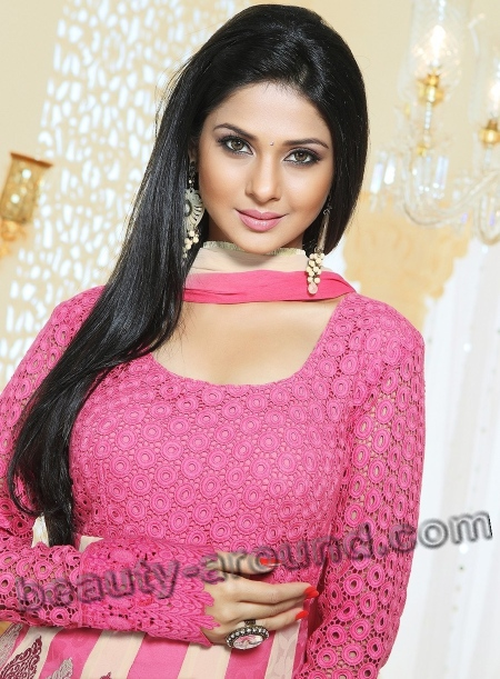 Jennifer Winget cute Actress In Indian Television photo