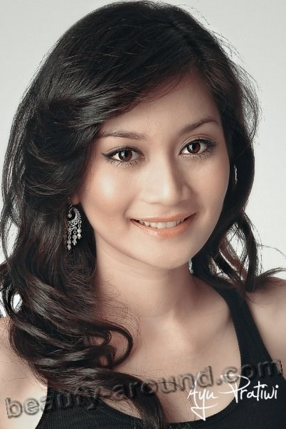 beautiful Indonesian women photos, Miss Indonesia Tourism 2009, Ayu Pratiwi - actress and model from Indonesia
