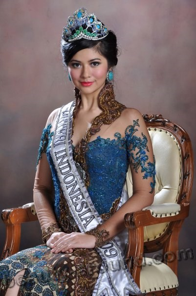 Qory Sandioriva photo, miss Puteri Indonesia 2009 winner, beautiful Indonesian women photos