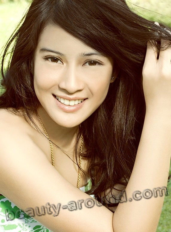 Dian Sastrowardoyo photo, Indonesian model and actress, beautiful Indonesian women photos