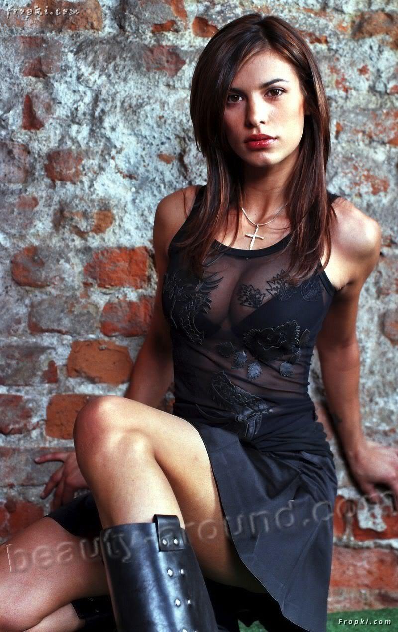 Самые красивые девушки брюнетки в платьях 20 фотография