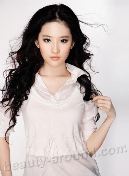 Кристал Лю Ифей / Сrystal Liu Yifei  китайская актриса, модель и певица