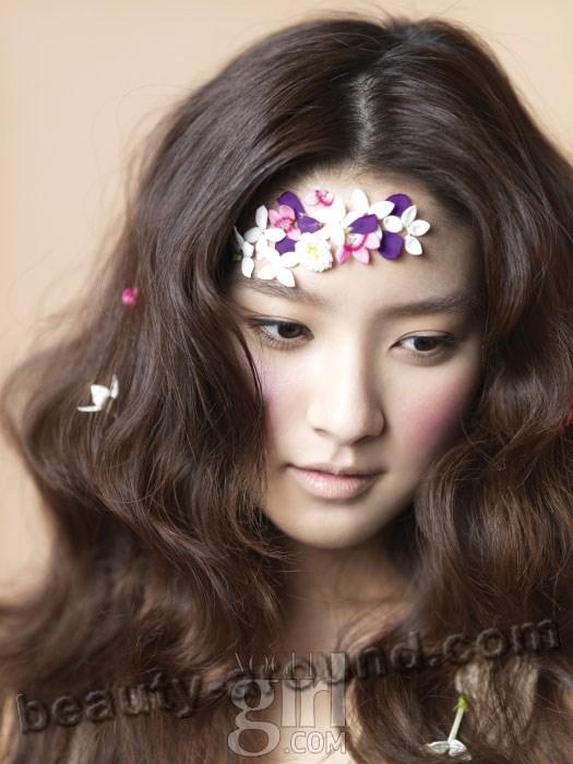 Ким Со Ын с венком фото