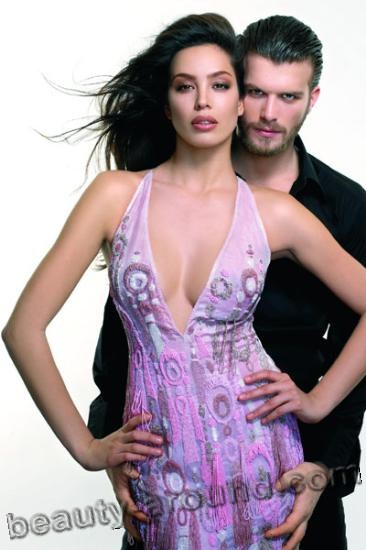 Azra Akın and Kivanc Tatlitug photo