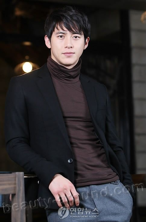 Go Soo Handsome Korean Guy pictures