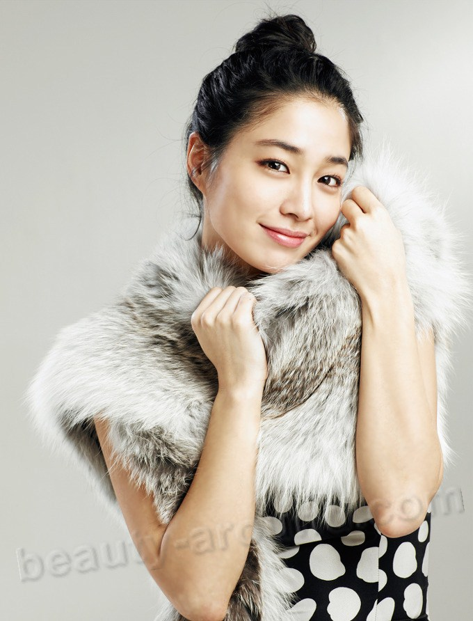 Lee Min Jung / Yi Min Jeong Prettiest Women in South Korea photo