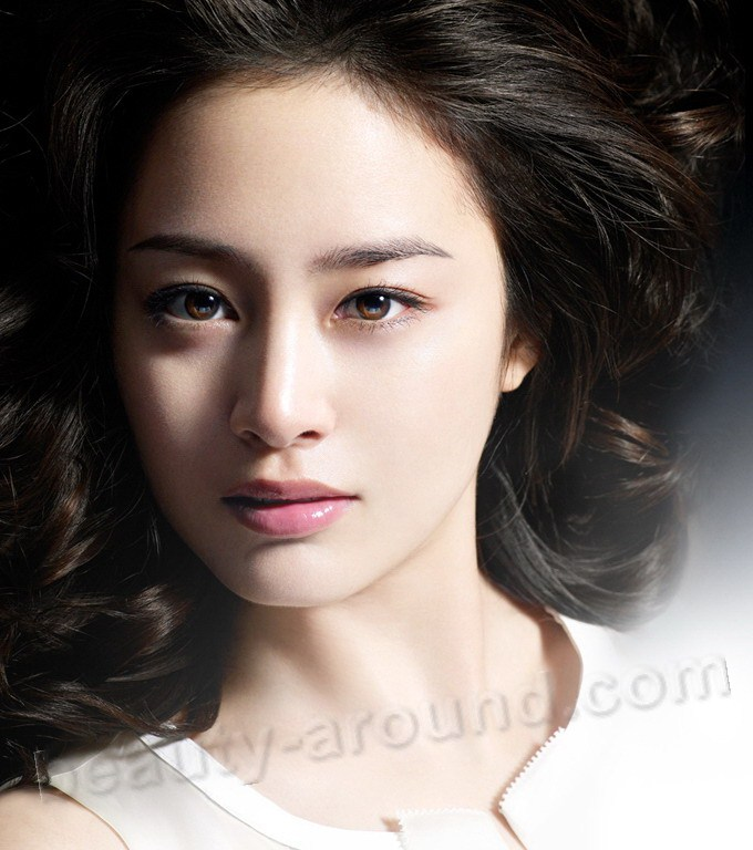Kim Tae Hee  South Korean actress and model photo